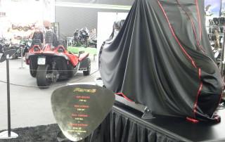 Motocykl Ferat2 pod plachtou